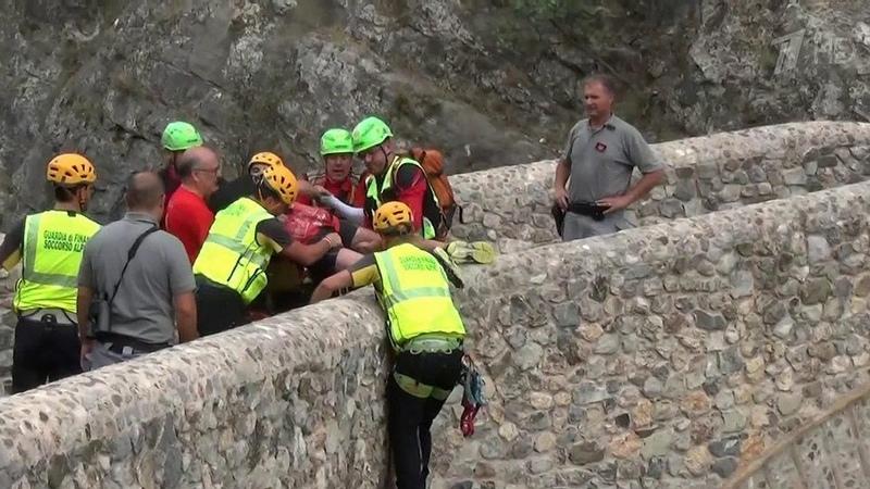 Впарке Италии группу туристов смыла горная река вышедшая изберегов