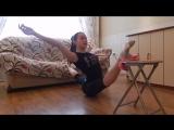 SLs Уроки художественной гимнастики __ Растяжка с высоты (правый и левый шпагаты)