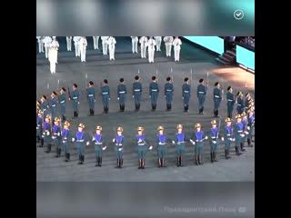 Идеальная синхронность в выступлении Президентского полка