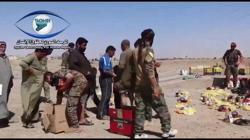 СДС на восточном берегу реки Ефврат раздают гуманитарную помощь