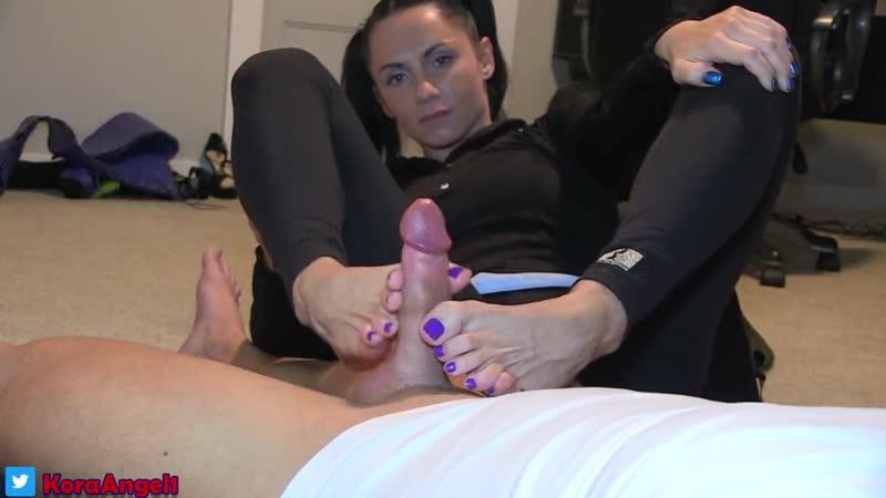 Brunette Wife Footjob (vk.com/fjhjhq)