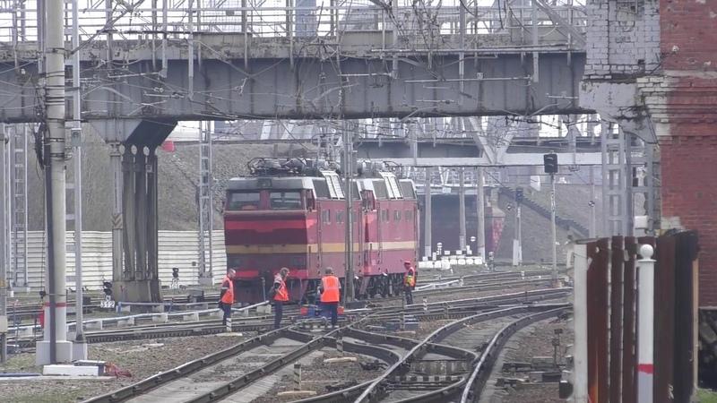 Электровозы ЧС2т-969 и ЧС2т-945