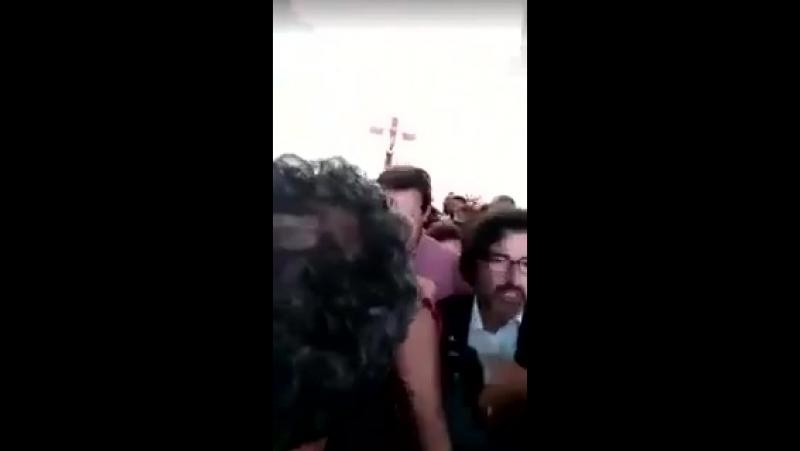 HADDAD QUEBRA UMA SANTA NA CABEÇA DE UMA SENHORA DE 76 ANOS POR DESCORDAR DELE