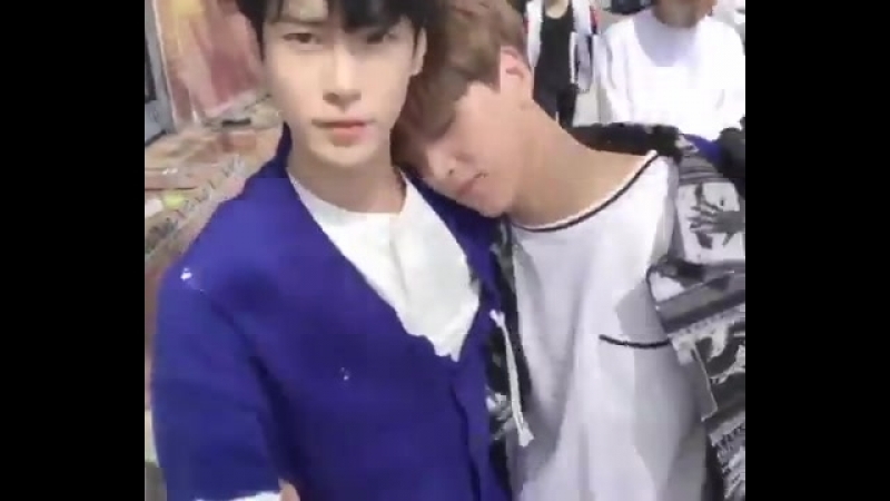 Haechan resting his head on doyoung