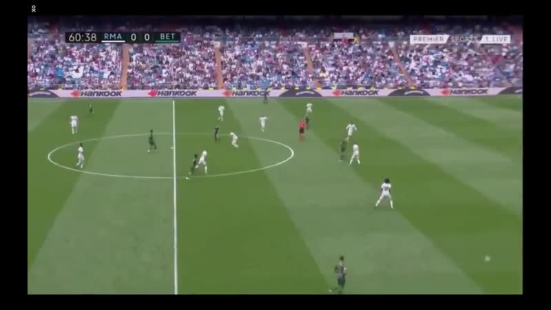 Incredible build-up to their opening goal of the game. Real Madrids man-orientated defending torn apart. - - Whats so effective