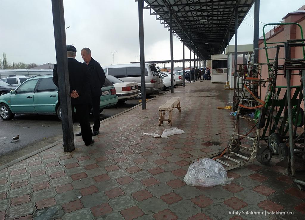 Стоянка около границы Казахстан Узбекистан 2019