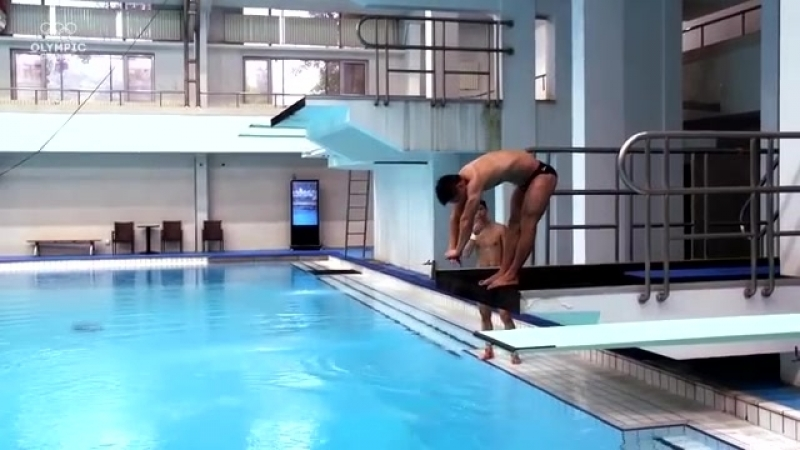 Diving vs. Weighlifting with Lü Xiaojun Chen Aisen - Sports Swap.mp4