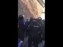 ПодЛаврой задержали огромную толпу загадочных провокаторов иувезли ихнаавтобусе