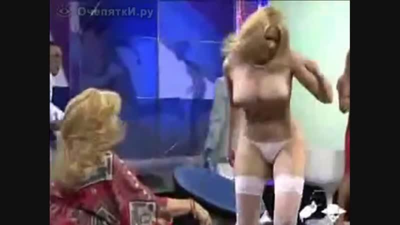 Звезда актриса показал голые огромные сиськи засвет большую грудь сорвал платье одежду на шоу дом 2 ТВ в прямом эфире секс порно