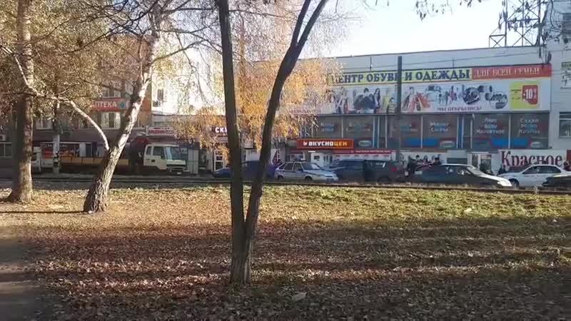 В Заводском районе две легковушки столкнулись и перегородили улицу: движение затруднено