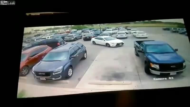 Мужчина избил женщину за то, что та заняла его парковочное место