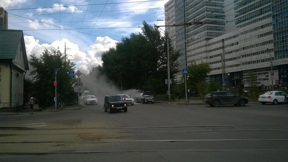 В Томске во время движения загорелся автомобиль