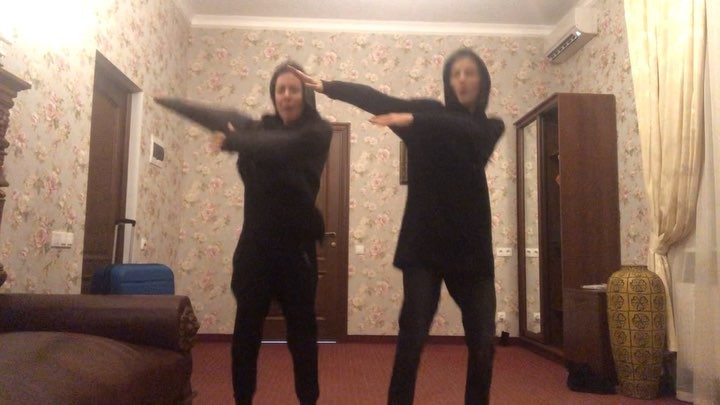 2Маши on Instagram Мы тут кое что придумали А именно танец под нашу новую песню Мама я танцую 😂 Предлагаем устроить массовый флешмоб
