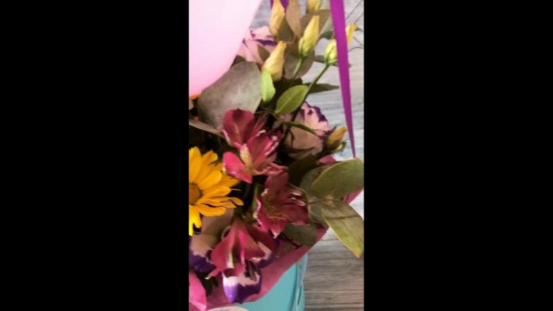 Воздушный шар цветы в коробке