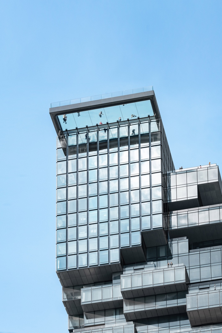 На вершине MahaNakhon открыли стеклянную смотровую площадку