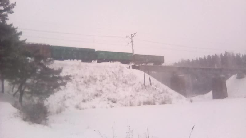 ТЭМ2 с вагонами на мосту через р. Бобровку
