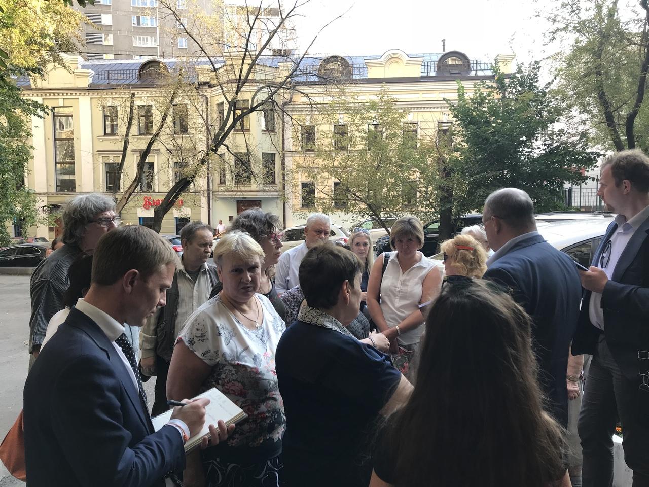 Глава управы встретился с жителями района в Докучаевом переулке. Фото: официальная страница Сергея Носкова в социальных сетях