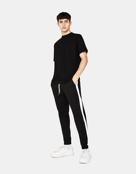 Спортивные брюки облегающего кроя