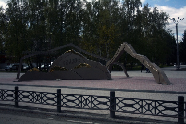 Главный монумент: «Бийск — ворота Алтая». Мне нравится.