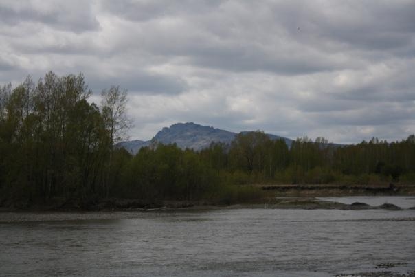 Река и гора