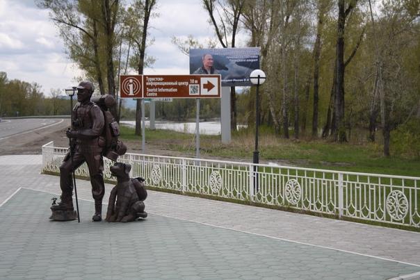Путин смотрит вдаль. Ужасноюая навигация от Министерства культуры и первый из серии памятников туристу.