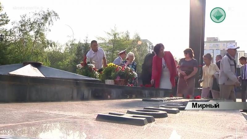В День города в алмазной столице возложили цветы к памятным местам