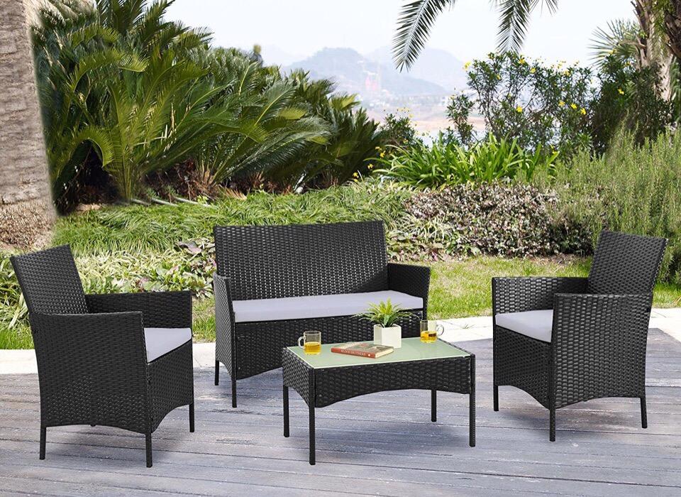 Компания ТЕРРАСА предлагает большой ассортимент стильной, высококачественной мебели из искусанного ротанга и дерева в ДНР и ЛНР.