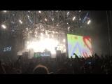 Netsky, Bass-Stage