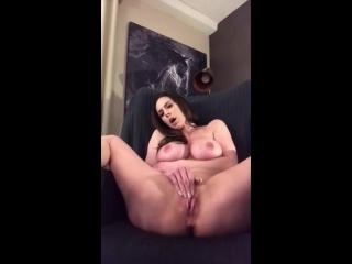 Kendra Lust Радует фанатов своей мастурбацией