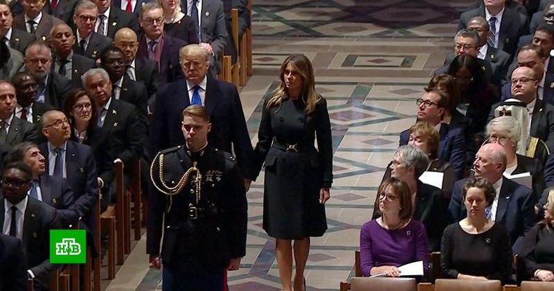 Трамп проигнорировал Клинтон на похоронах Буша-старшего