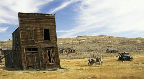 Боди, Калифорния Боди - еще один город, ставший памятником золотой лихорадке. Он возник в 1880-х, в считанные годы население Боди выросло до 10 тысяч человек. Однако постепенно золотодобыча в