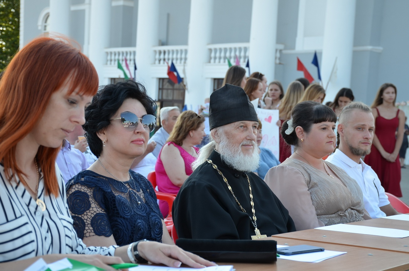 Участие священнослужителя в составе жюри в конкурсе, приуроченном ко Дню семьи, любви и верности