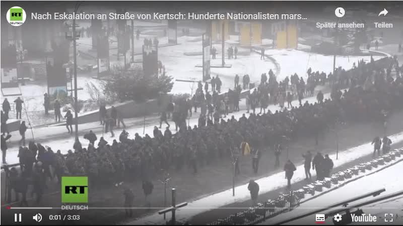 Hunderte Nationalisten marschieren in Camouflage in Kiew auf