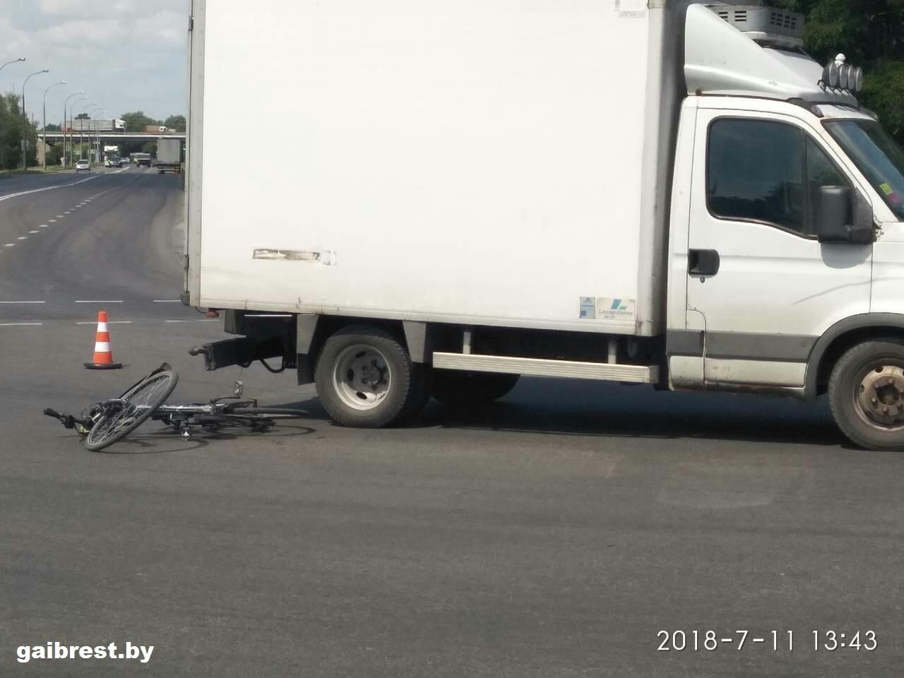 На ул. Л.Рябцева велосипедист попал под колёса грузовика