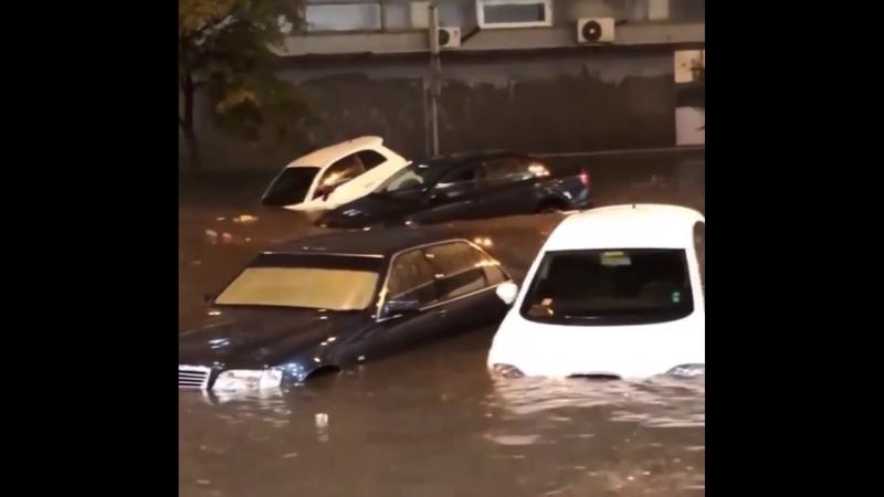 1739 Украина. Дождь. Город Киев. 18 августа 2018.