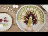 Фуд-арт: павлин из фруктов