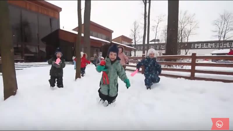 Зимняя прогулка детей в Монтессори-центре