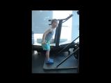 Разминка на кардиотренажере перед занятием по йоге