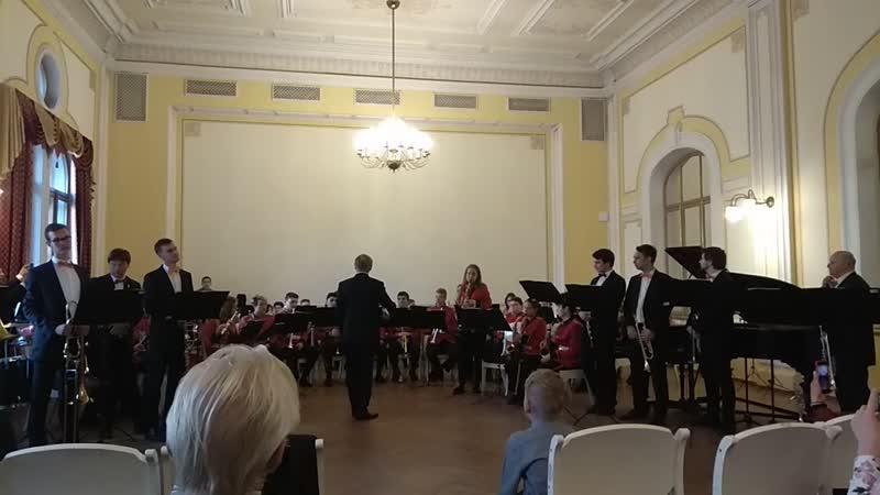 Старший духовой оркестр. Дирижирует Н.Ф. Ущаповский