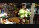 Как собрать букет из хризантем и гербер! видео урок
