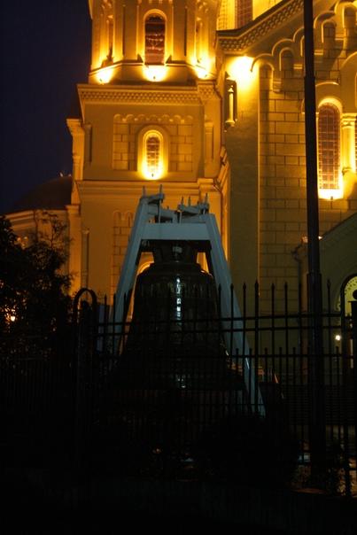 В сентября 1867 начали строительства. 20 июля 1881 года освятили готовый храм. Бабла так катастрофически не хватало, что с каждой лавки брали 5 % дохода.