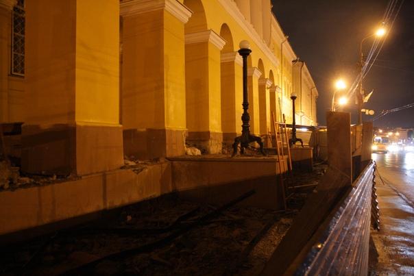 Процесс ремонта фасада корпуса университета