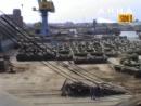Погрузка танков Т-80Б, Т-80БВ и БМП-1 на корабль. Висмар, 25.06.1991.