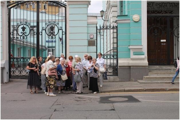 Участники «Московского долголетия» из Ховрина прогулялись по театральным бульварам