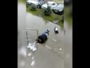 Мужчина мусоркой разбил двери сбербанка в 40 м комплексе
