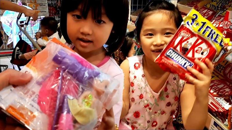 Gia Linh, Silent Sea mua Kẹo Sữa Trứng khổng lồ ở Siêu thị Aeon