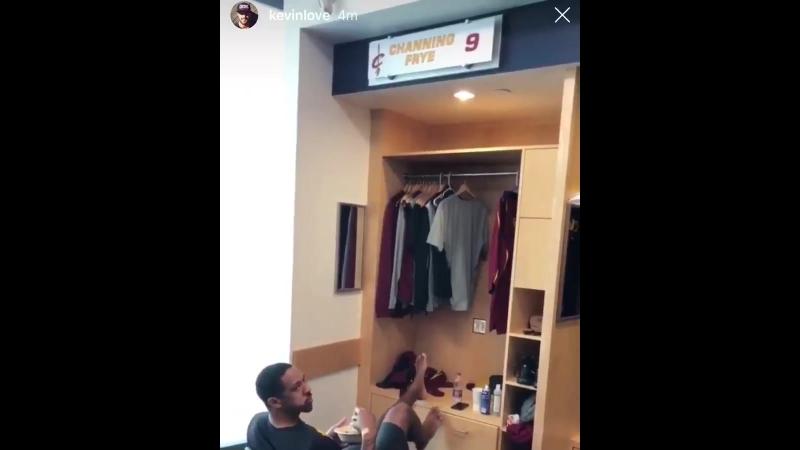 Как вы думаете, кто из Кавс занял шкафчик Леброна?