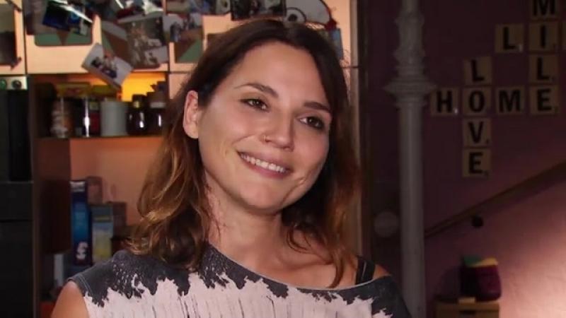 Große Überraschung für Linda Marlen Runge Janina Uhse kommt zum Abschied ans GZSZ-Set