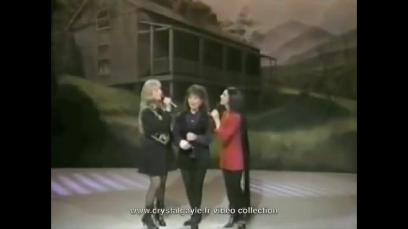 Crystal Gayle the wings of snow white dove interviews Loretta lynn and Friends part 1