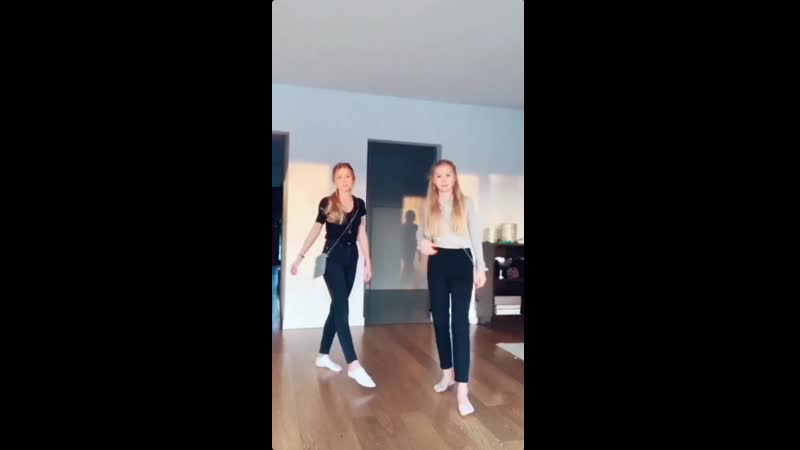 Iza and Elle 787vid